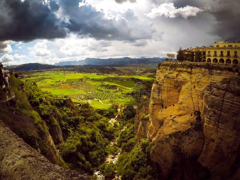 Panoramiczny widok faleza miasteczko Ronda obrazy royalty free
