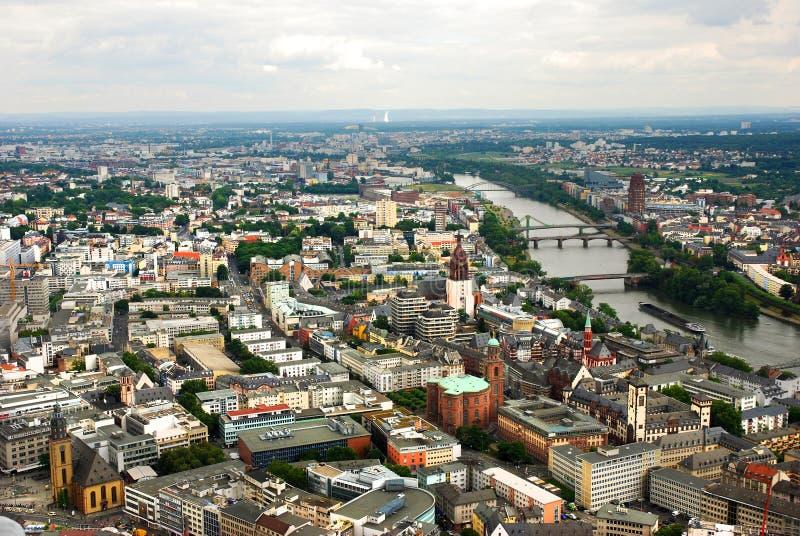 Panoramiczny widok Frankfurt przy rzecznym Rhine w Niemcy fotografia royalty free