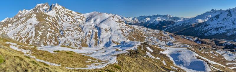 Panoramiczny widok górna Tena dolina w hiszpańszczyznach Pyrenees od wschodnich skłonów blisko do Portalet przełęcza Aragon, Hues fotografia royalty free
