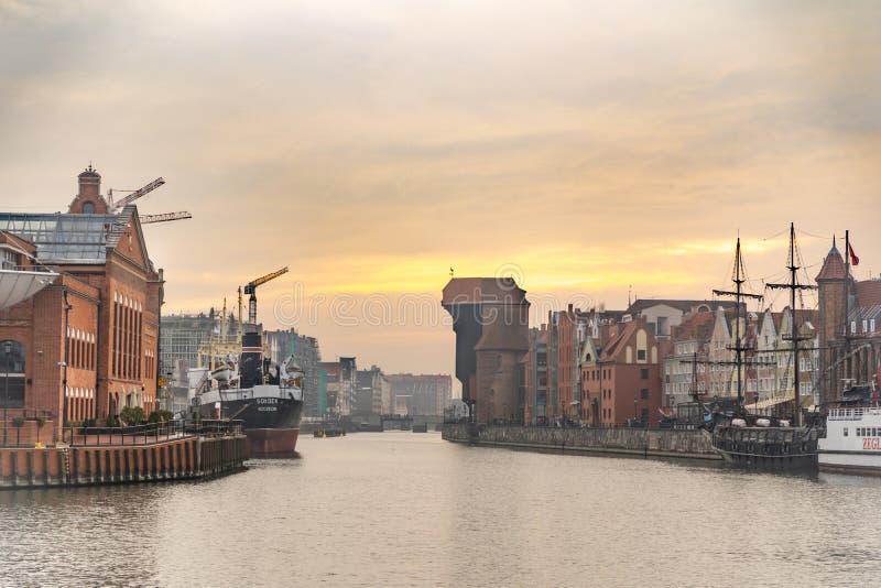 Panoramiczny widok Gdański stary miasteczko od kanałowego banka, Polska obrazy royalty free