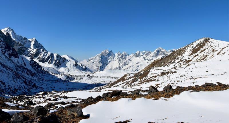 Panoramiczny widok Himalajskie góry na sposobie los angeles przepustka zdjęcie royalty free