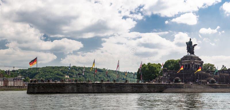 Panoramiczny widok historyczny niemiec kąt Deutsche Eck dokąd Rhine i Moselle przepływ wpólnie w Koblenz mieście, Niemcy obrazy royalty free
