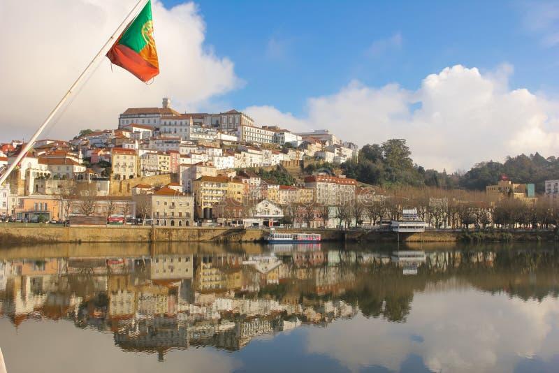 Panoramiczny widok i Mondego rzeka Coimbra Portugalia obraz royalty free