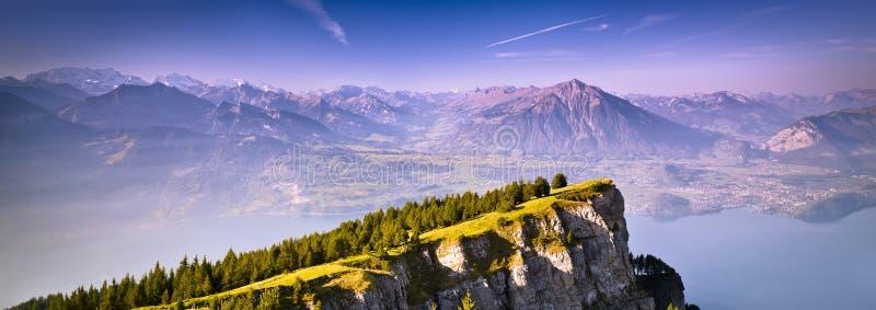 Panoramiczny widok idylliczny góra krajobraz w Alps, Szwajcaria fotografia stock