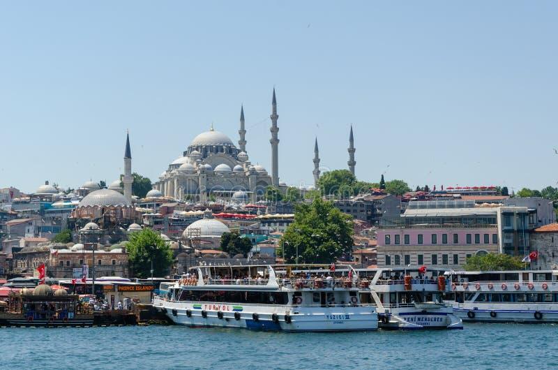 Panoramiczny widok Istanbuł miasto od Galata mostu zdjęcia stock