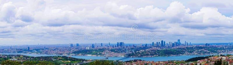 Panoramiczny widok Istanbuł z Bosphorus mostem między Asja fotografia royalty free