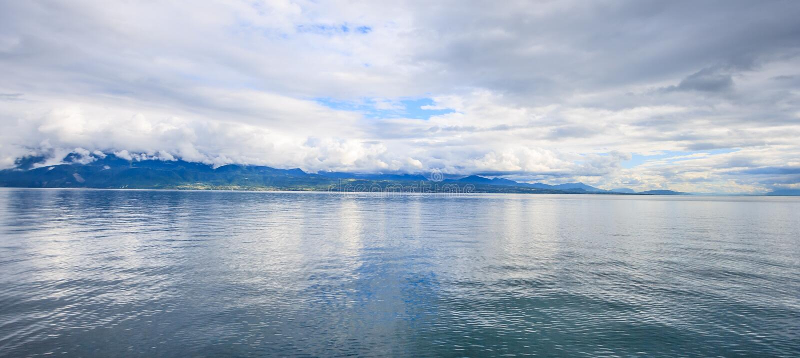 Panoramiczny widok Jeziorny Genewa, jeden Szwajcaria ` s najwięcej pływających statkiem jezior w Europa, Vaud, Szwajcaria Projekt fotografia stock