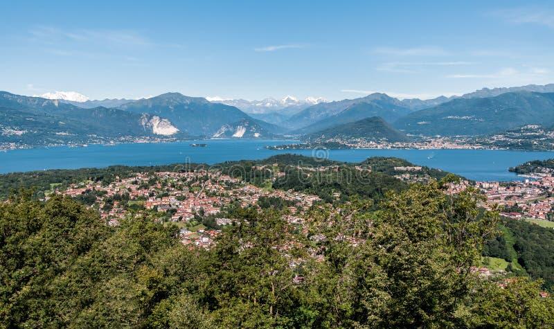 Panoramiczny widok Jeziorny Maggiore fotografia stock