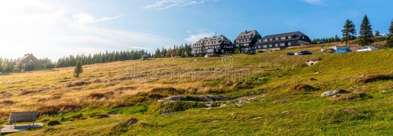 Panoramiczny widok Krkonose krajobraz wokoło Peter budy, Gigantyczne góry, republika czech zdjęcia royalty free