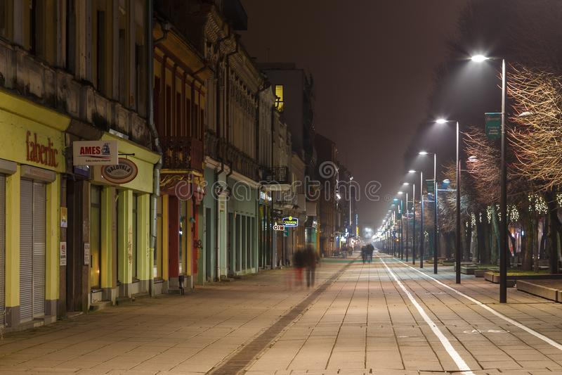 Panoramiczny widok Laisves aleja, główna zwyczajna ulica w Kaunas starym miasteczku zdjęcie royalty free