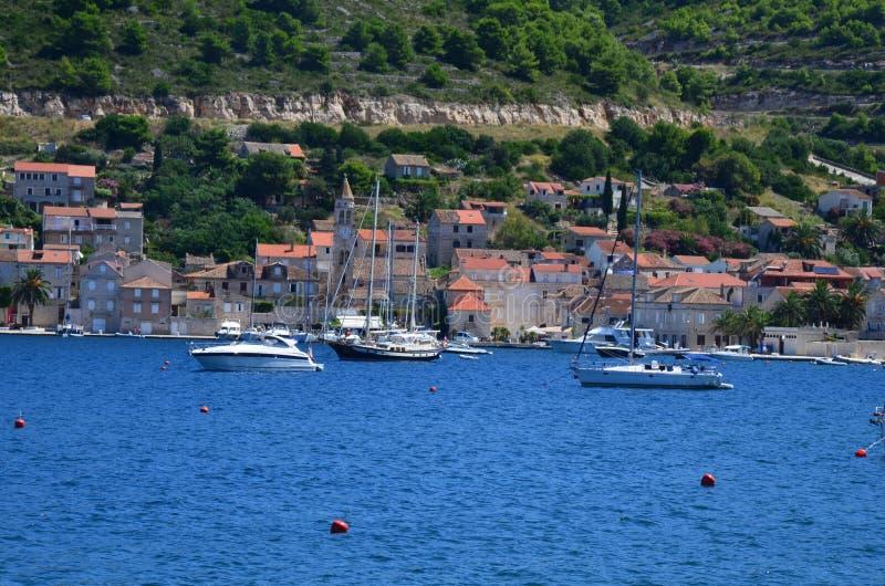 Panoramiczny widok mały malowniczy miasteczko Vis zdjęcia stock