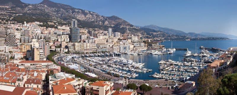 Panoramiczny widok Monte, Carlo w Monaco z - czerwień dachami i białymi jachtami Azur wybrzeża symbol luksusowy życie zdjęcie stock