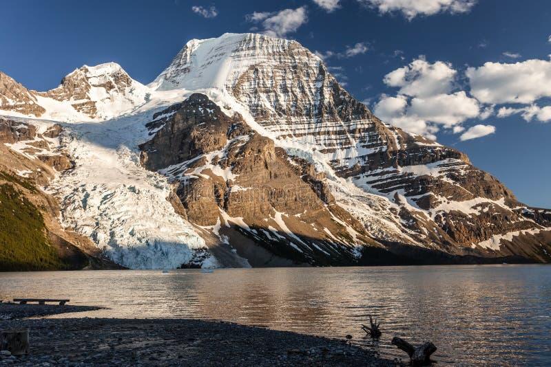 Panoramiczny widok Mt Robson fotografia royalty free