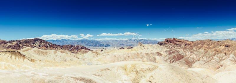 Panoramiczny widok mułowa i claystone badlands przy Zabriskie punktem Śmiertelny Dolinny park narodowy, Kalifornia usa fotografia royalty free