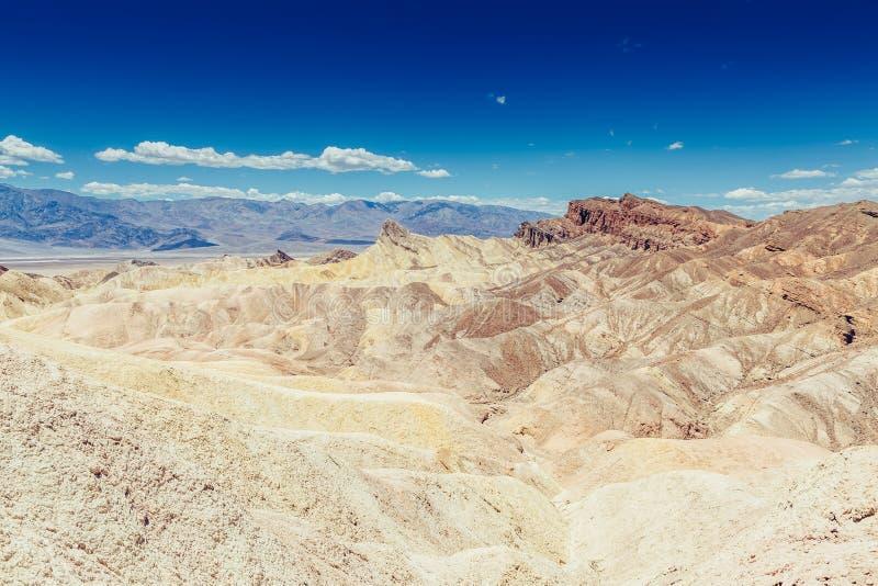 Panoramiczny widok mułowa i claystone badlands przy Zabriskie punktem Śmiertelny Dolinny park narodowy, Kalifornia usa zdjęcia royalty free
