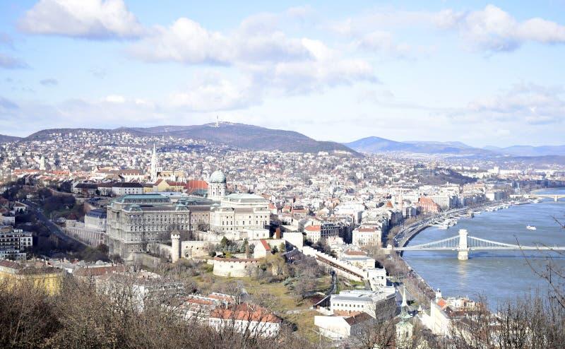Panoramiczny widok nad miastem Budapest od Gellért wzgórza cytadeli, Węgry fotografia stock