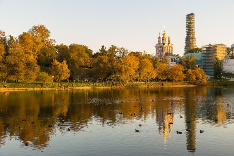 Panoramiczny widok Novodevichy klasztor, Rosja zdjęcia royalty free
