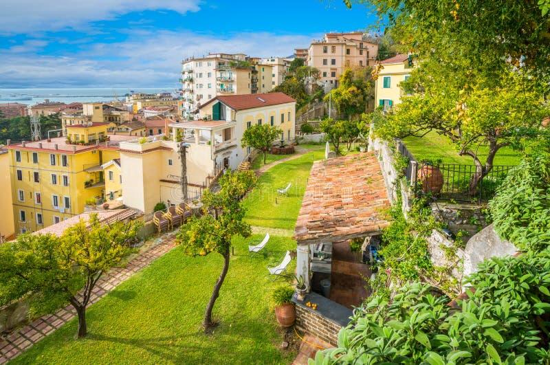 Panoramiczny widok od Minerva ` s ogródu w Salerno, Campania, Włochy zdjęcie royalty free
