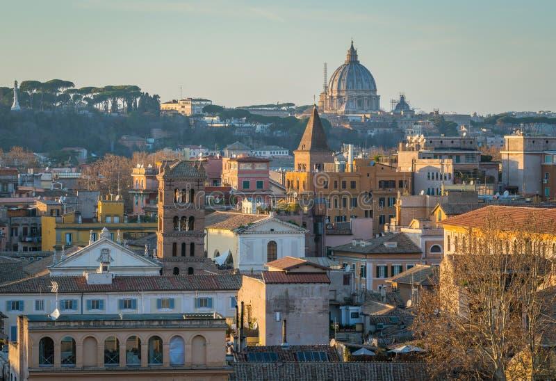 Panoramiczny widok od Pomarańczowego Ogrodowego Giardino degli Aranci na aventine wzgórzu w Rzym, Włochy obrazy stock
