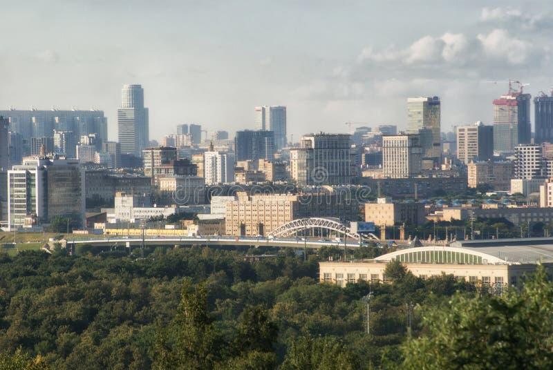 Panoramiczny widok od wzgórzy Krwawych miasto Moskwa Vorobyovy obrazy stock