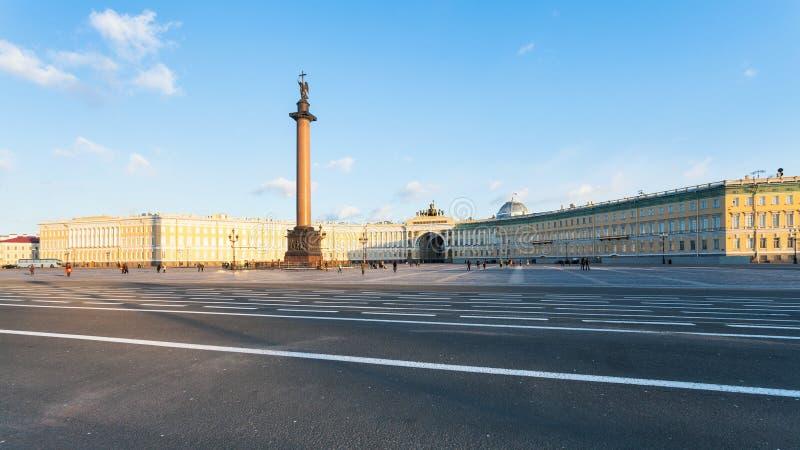 panoramiczny widok pałac sztab generalny i kwadrat fotografia royalty free