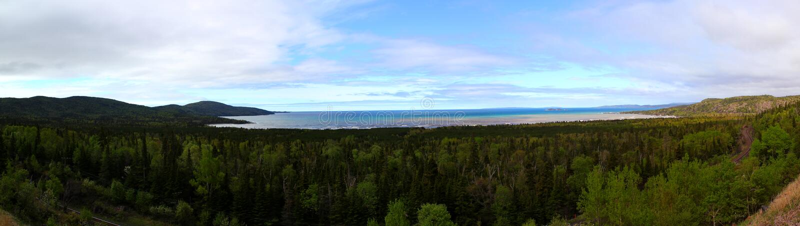 Panoramiczny widok: Piękny jeziorny przełożony w Ontario, Kanada/ fotografia stock