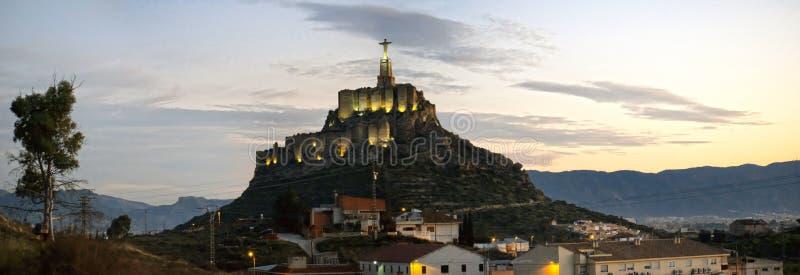 Panoramiczny widok pomnika i zamku Monteagudo Christ na zachód słońca w Murcji, Hiszpania Replika znanego Chrystusa fotografia stock