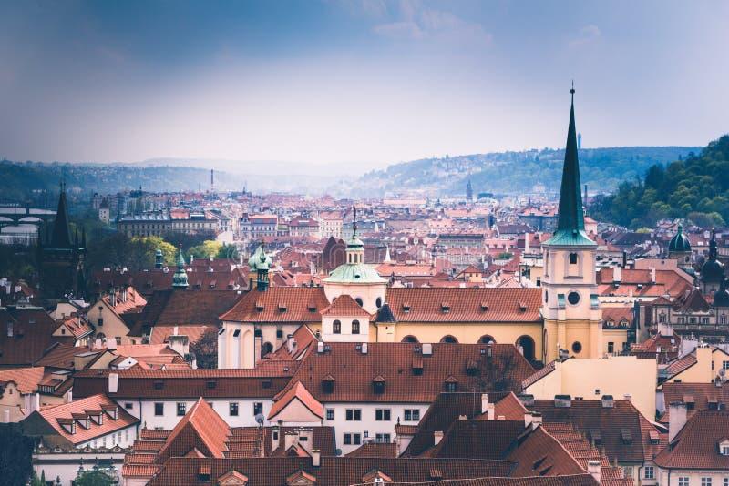 Panoramiczny widok Praga kopuły i dachy cesky krumlov republiki czech miasta średniowieczny stary widok europejczycy obraz stock