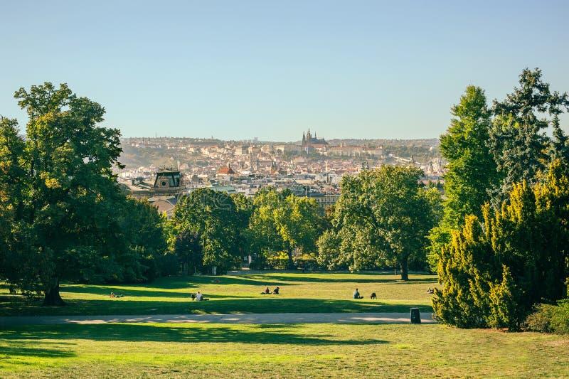 Panoramiczny widok Praga od parka przegapia miasto Riegrov zdjęcie royalty free