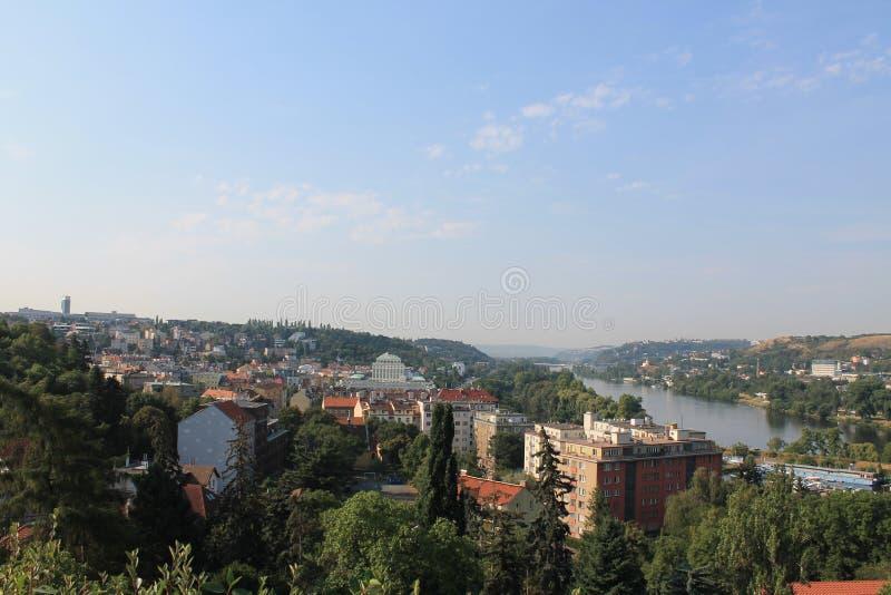 Panoramiczny widok Praga Vltava i republika czech rzeka od Wyszehradzkiego fortecy fotografia stock