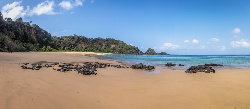 Panoramiczny widok Praia robi Sancho plaży - Fernando De Noronha, Pernambuco, Brazylia obraz royalty free