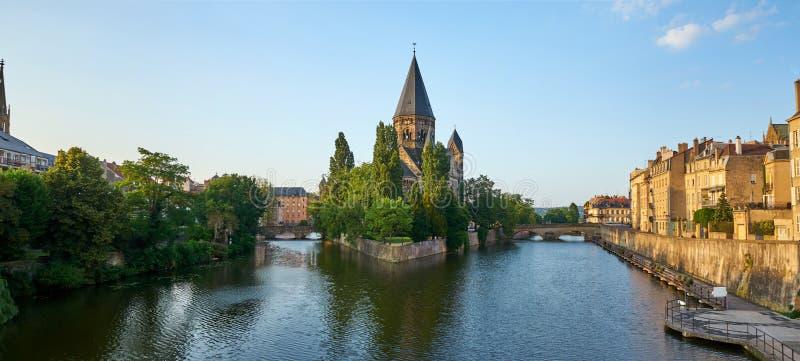Panoramiczny widok Protestancka Nowa Świątynna Świątynna Neuf Kościelna wyspa przy Metz Francja zdjęcie royalty free