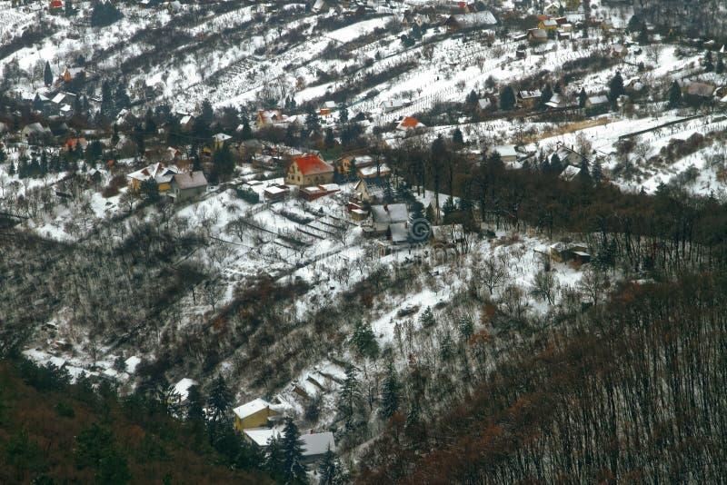 Panoramiczny widok przedmieście teren w zimie zdjęcie royalty free