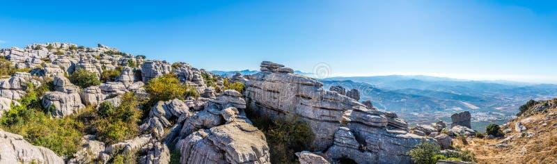Panoramiczny widok przy rockową formacją El Torcal Antequera, Hiszpania - zdjęcia stock