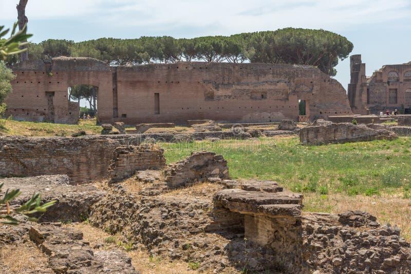 Panoramiczny widok ruiny w palatynu wzgórzu w mieście Rzym, Włochy obrazy stock