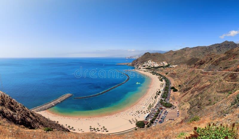 Panoramiczny widok sławny plażowy Playa De Las Teresitas fotografia stock