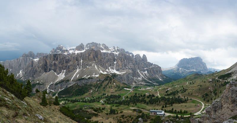Panoramiczny widok Sella grupy, Gardena przepustki i Sassolungo góra, Włochy obraz royalty free