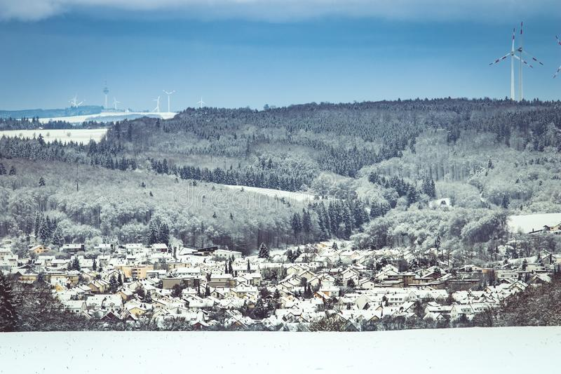 Panoramiczny widok Steinheim blisko Heidenheim w Niemcy na śniegu obrazy stock