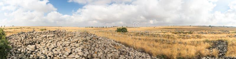 Panoramiczny widok szczątki megalityczny kompleks wczesny Brązowy wiek Koła duchy, Rujum al, Gilgal Rephaee obrazy royalty free