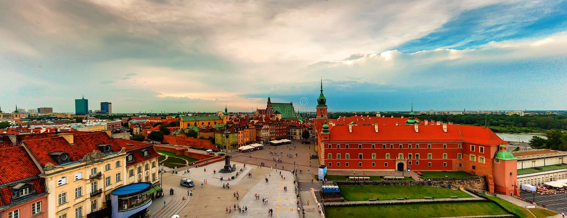 Panoramiczny widok Warszawscy centrum miasta dachy obraz royalty free