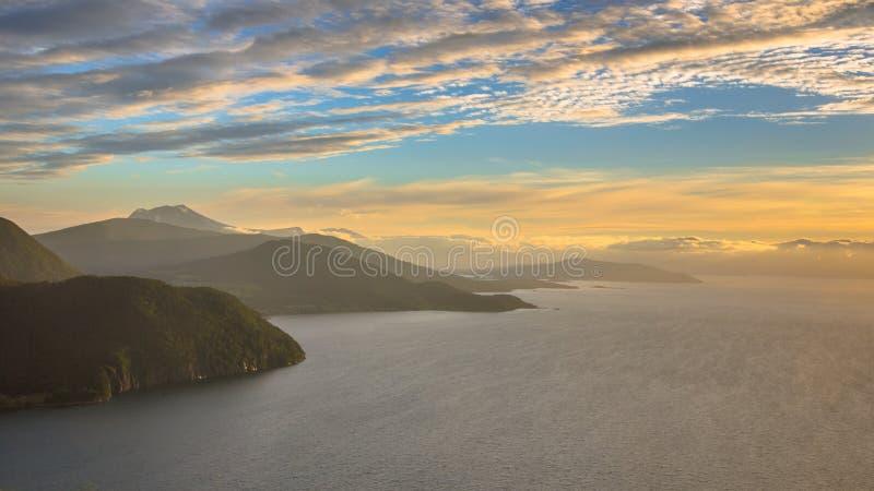 Panoramiczny widok z lotu ptaka fjord wokoło Vestnes w Norwegia obrazy stock
