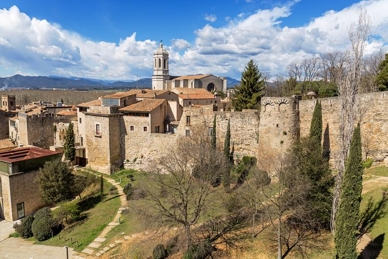 Panoramiczny widok z lotu ptaka Girona i katedra zdjęcia stock