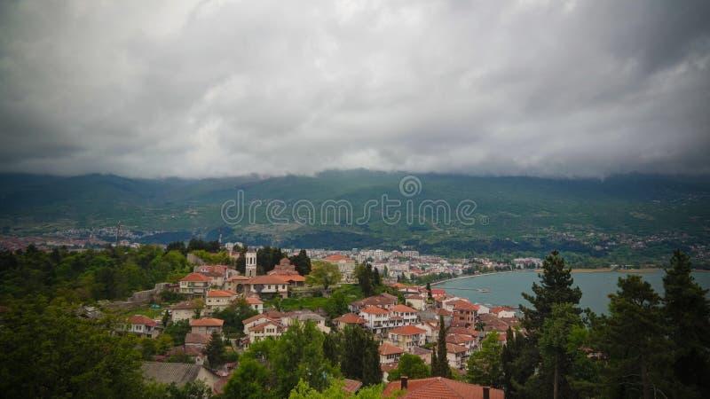 Panoramiczny widok z lotu ptaka Ohrid miasto od Samuels fortecy i jezioro, Północny Macedonia fotografia stock