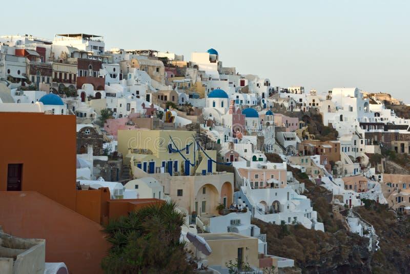Panoramiczny zmierzchu krajobraz w miasteczku Oia, Santorini wyspa, Thira, Grecja zdjęcia stock