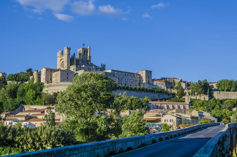 Panoramique de la ville des Frances de Beziers image stock