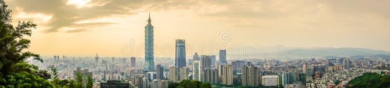 Panoramique du beaux paysage et paysage urbain de Taïpeh construction et architecture de 101 dans l'horizon de ville au temps de  photos stock
