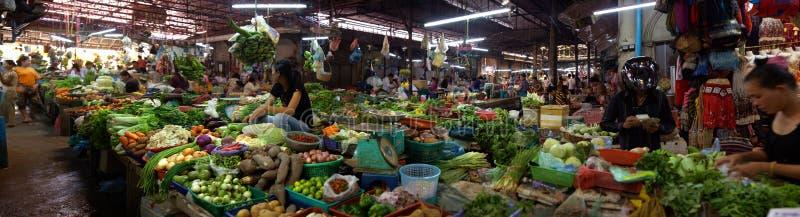 Panoramique du marché dans Siem Reap photo stock