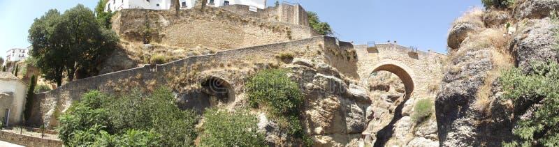 Panoramique du pont arabe à Ronda, Malaga, Andalousie photographie stock libre de droits