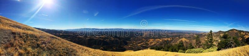Panoramique supérieur de montagne images libres de droits