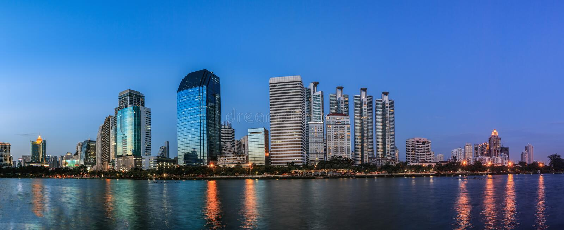 Panoramisch, Bangkok bij nacht stock foto